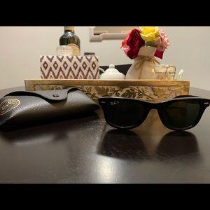 Ray Ban Wayfarer Classic Sunglasses